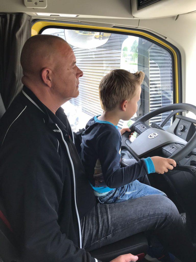 Melis Logistics jonge vrachtwagenchauffeur